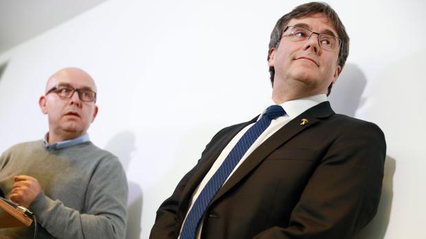 Carles Puigdemont y su abogado en Berlín