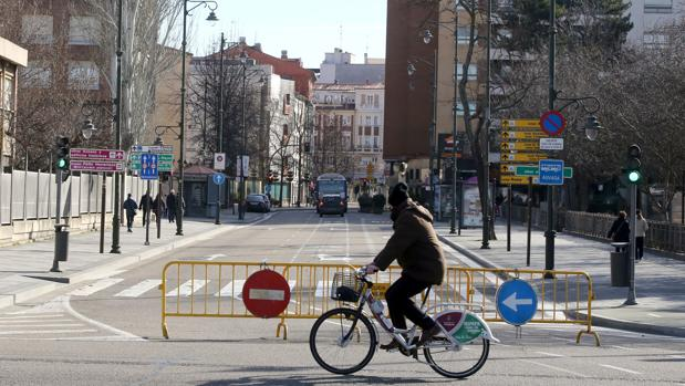 El tráfico ha estado restringido en el centro de Valladolid este domingo por elevados niveles de contaminación