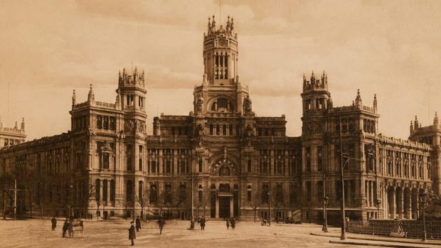 La «catedral» de Cibeles celebra su primer centenario
