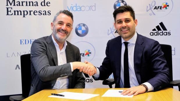 Javier Jiménez, director general de Lanzadera, y David Aganzo, presidente de AFE, en la firma del convenio