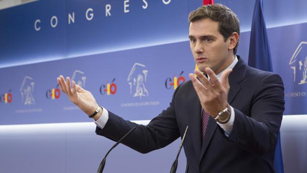 Rivera censuró «la opacidad» con Hacienda a través del uso de sociedades