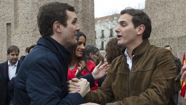 El presidente del PP, Pablo Casado, junto al de Ciudadanos, Albert Rivera