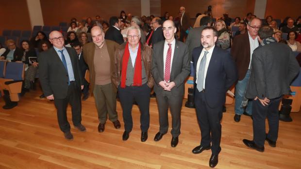 El conselleiro de Sanidade, el gerente del Sergas y el director xeral de Asistencia Sanitaria con los expertos Armando Martín Zurro y Andreu Segura Benedicto