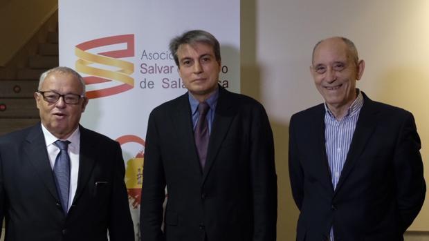 Gonzalo Santonja, Policarpo Sánchez y Antonio Piedra, ayer en Salamanca