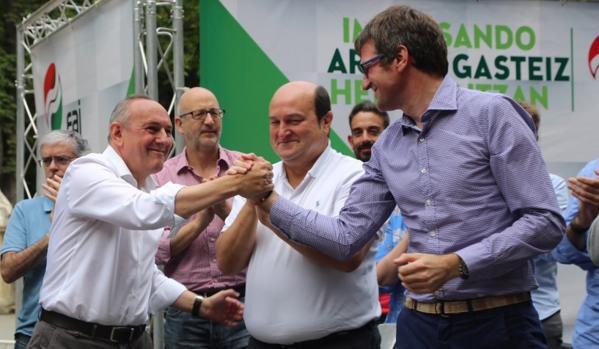 Ramiro González, Andoni Ortuzar y Gorka Urtaran