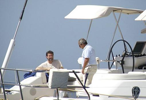 Anxo Quintana, a bordo del yate del constructor Jacinto Rey