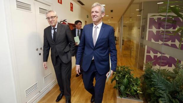 El presidente del TSXG, Miguel Ángel Cadenas y el vicepresidente de la Xunta, Alfonso Rueda