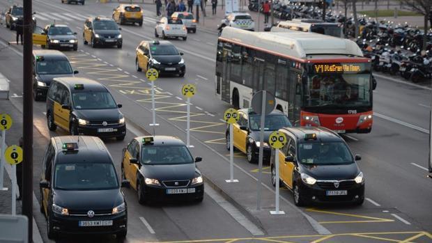 Varios taxis, esta mañana en las inmediaciones del MWC