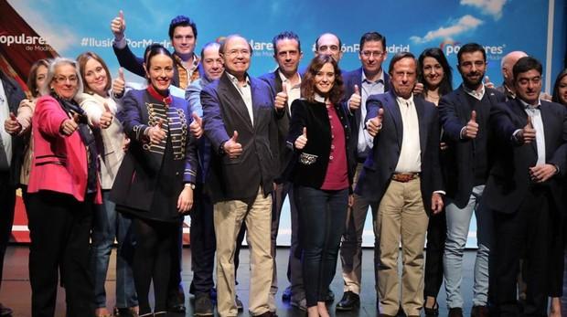 Pío García-Escudero e Isabel Díaz Ayuso, en el centro, durante la presentación de los candidatos