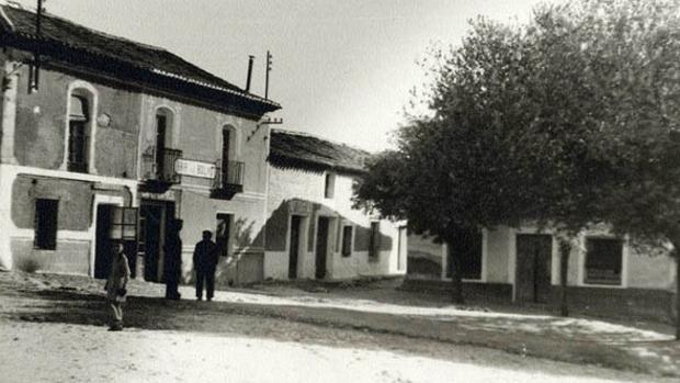 La muerte de Juan Sánchez causó una gran impresión entre los vecinos de Santa Cruz del Retamar. En la imagen, plaza de las Bolas, en los años sesenta (Foto, Archivo Diputación Provincial de Toledo