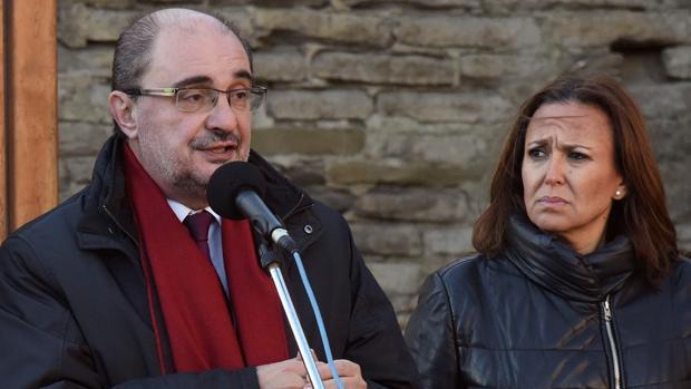 Javier Lambán, junto a la consejera aragonesa de Educación, Mayte Pérez