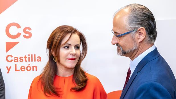 Silvia Clemente y Luis Fuentes, ayer en la sede de Ciudadanos en Valladolid