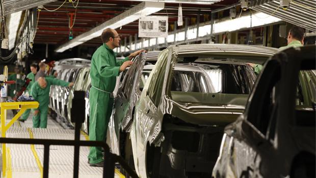 La industria ha pasado a ser el sector que menos está creciendo en Aragón