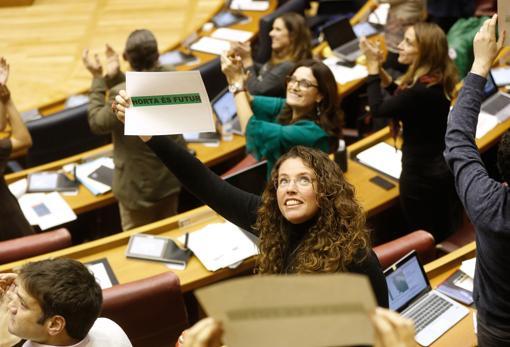 La diputada de Podemos Beatriz Gascó, en las Cortes Valencianas
