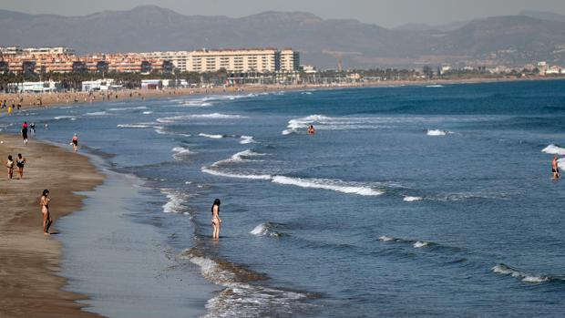 Imagen tomada este miércoles en la playa de Las Arenas de Valencia