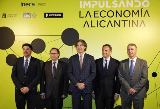Rafael Ballester (centro), actual presidente de Ineca, con los dos consellers invitados, el presidente de la Diputación y el alcalde de Alicante