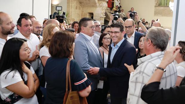 Imagen de Jorge Rodríguez, en el centro, tomada el día de su dimisión