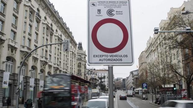 Señal de acceso prohibido a Madrid Central