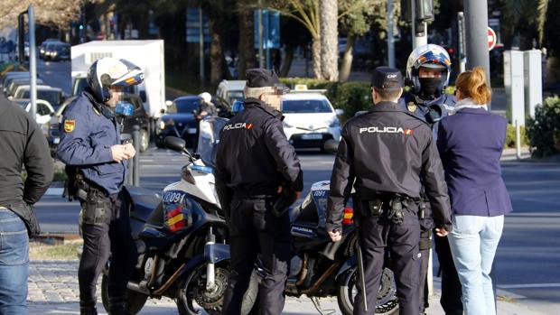 Imagen de archivo de unos efectivos de la Policía Nacional en Alcante