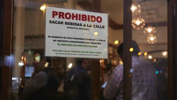 Cartel utilizado en un local de la calle Ponzano de Madrid para evitar molestias a los vecinos por sacar bebidas fuera