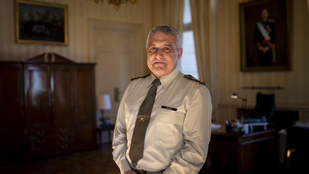 El general Varela, en su despacho en el cuartel general del Ejército de Tierra
