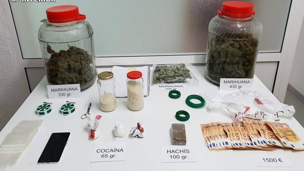 Dinero y drogas intervenidas a los seis detenidos en Tarancón