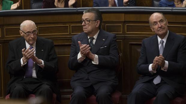 José Pedro Pérez-Llorca, Miguel Herrero Rodríguez de Miñón y Miquel Roca Junyent, tres de los padres de la Constitución
