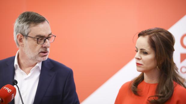 El secretario general de Ciudadanos, José Manuel Villegas, acompañó a Silvia Clemente en su presentación como candidata a las primarias