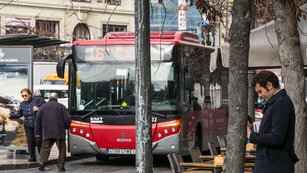 Imagen de un autobús de la EMT de Valencia