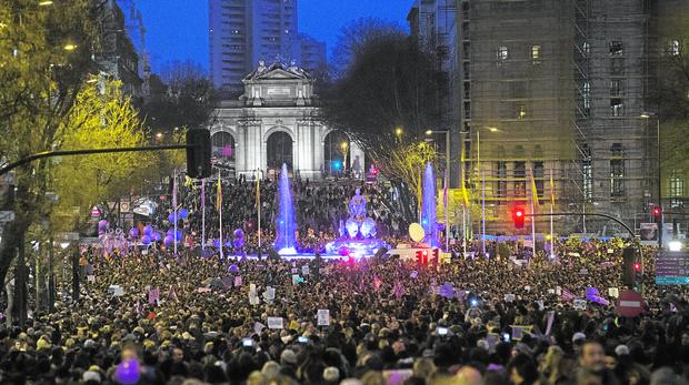 Manifestación del 8-M, el año pasado, a su paso por la Puerta de Alcalá