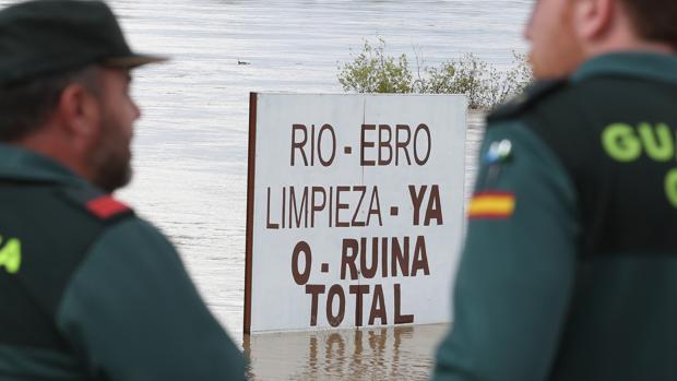 Los afectados insisten en que el cauce del Ebro debe ser limpiado en profundidad para prevenir riadas
