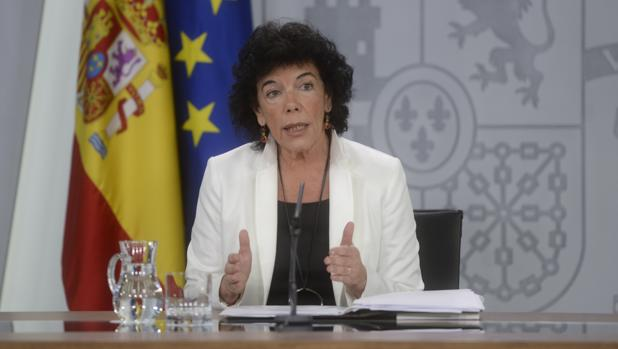 La ministra portavoz y de Educación, Isabel Celaá, durante una rueda de prensa tras el Consejo de Ministros