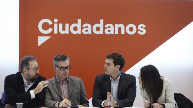 De izq. a dch., números uno por Toledo (Girauta), Almería (Villegas), Madrid (Rivera) y Barcelona (Arrimadas)