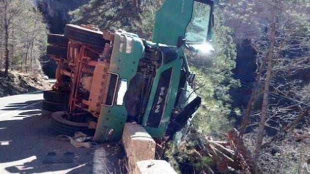 Estado en el que quedó el camión tras el accidente