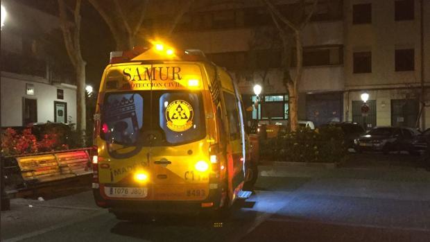 Una ambulancia del Samur en el lugar de los hechos