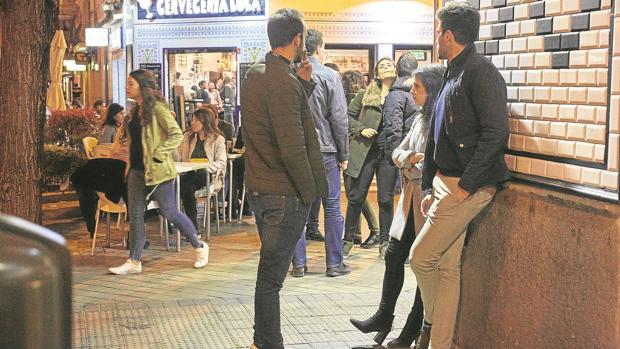 Las terrazas repletas en los bares de la calle de Ponzano, en el distrito de Chamberí