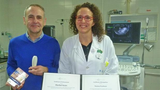 Maribel Acién y Miguel Sánchez, en su laboratorio