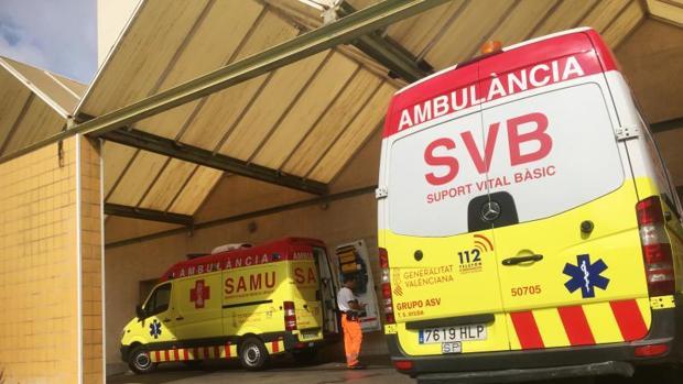 Ambuiancias del SAMU y SVB en el Hospital General de Alicante