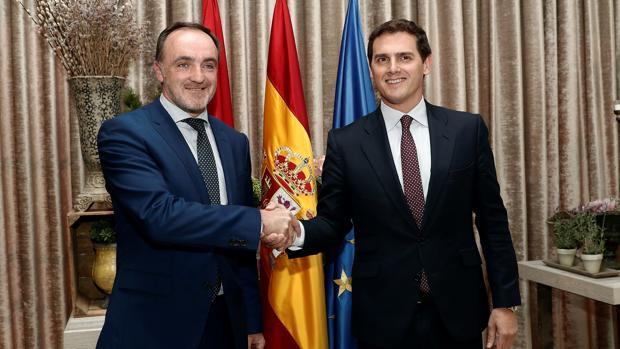 Javier Esparza y Albert Rivera acuerdan concurrir a las elecciones
