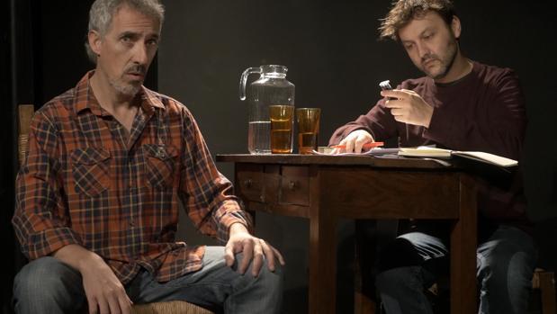 Los actores Jorge Cabrera (Iñaki Rekarte) y Nacho Hevia (Jordi Évole), en un momento de la obra
