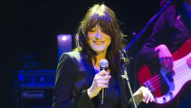 Carla Bruni, durante una actuación en Madrid