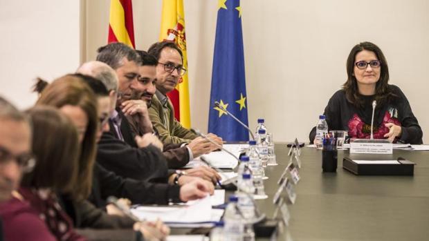 Oltra presidiendo la comisión delegada del Consell de Inclusión y Derechos Sociales