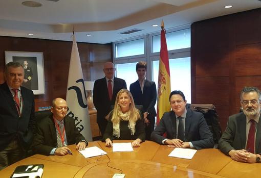 Firma del acuerdo entre las españolas Navantia y Expal y la israelí Elbit en diciembre de 2018