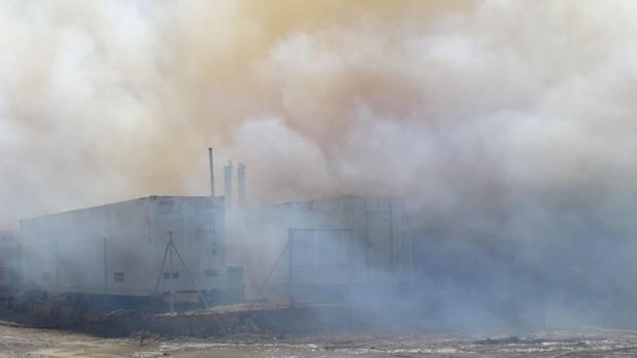 Aparatoso incendio en una fábrica de biomasa de las Cinco Villas