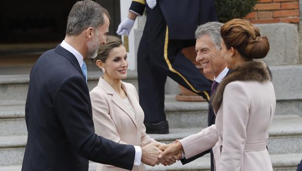 Don Felipe y Doña Letizia reciben a Mauricio Macri y a Juliana Awada, en marzo de 2017, en el Palacio Real