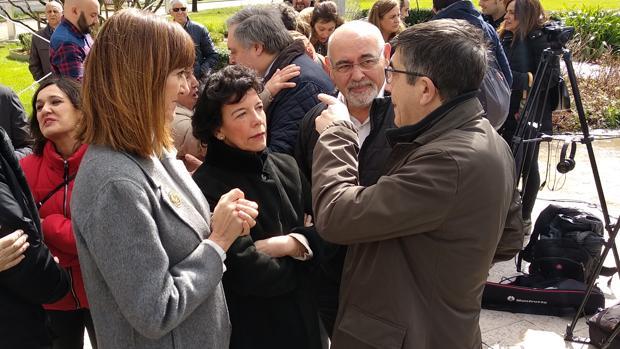 Celaá: «Entre Casado y Torra cabe España entera, que es donde estamos nosotros»