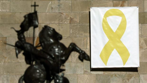 Pancarta independentista en el Palau de la Generalitat
