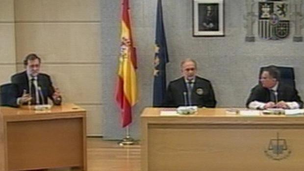 Una sentencia judicial destaca los vínculos con el PSOE de la asociación que hizo declarar a Rajoy en Gürtel