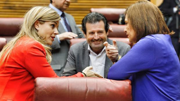 José Ciscar, junto a Isabel Bonig y Eva Ortiz, en las Cortes Valencianas