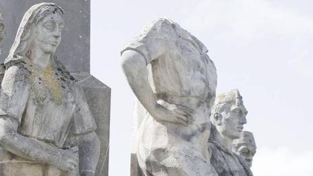 La estatua decapitada del general Yagüe